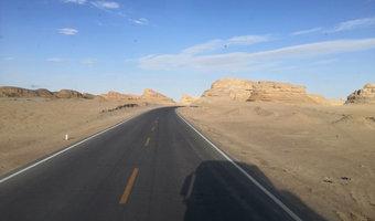 上半年睡在四川,岂非下半年睡在新疆?