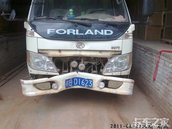 后来.司机开车不小心往柱子上撞了.