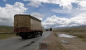 你看到的人间仙境,是卡车人的艰险路!