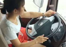 """22岁的货车女司机""""琳宝""""了解一下?"""