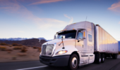 货车司机撑起一个家,每月要赚多少钱?