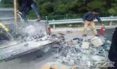 自作自受,扔了个烟头结果把自己车给烧了