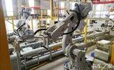 直播:机器人装配挂车桥,20万公里免维护
