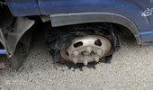 超车爆胎我该如何控制车辆!