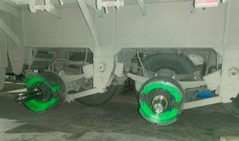 挂车维护和老司机一起更换刹车片